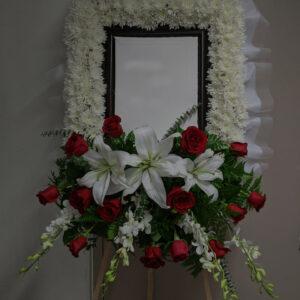 Photo Tribute & Cremation Wreath 相片& 骨灰罈花